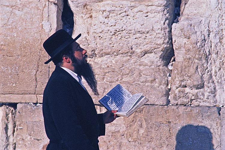 hasidic-jew-praying-750