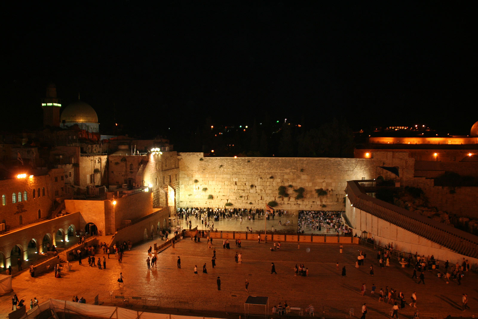 wailing-wall-at-night-1600
